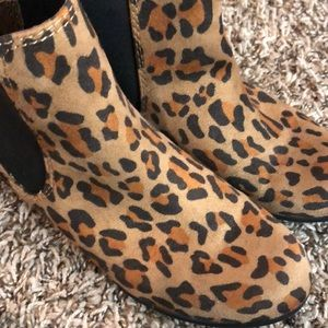 Small heeled Leopard Booties